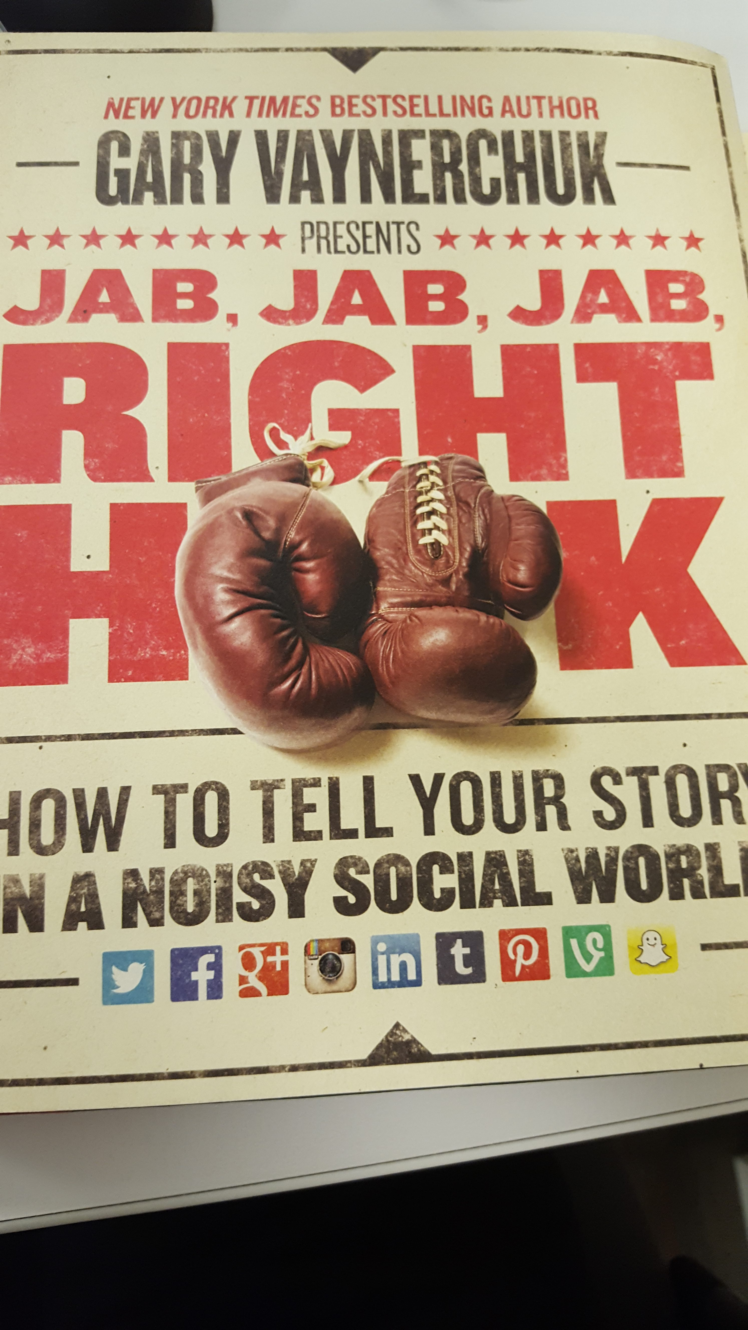 Jab, Jab, Jab, Right Hook: How to Tell Your Story in a Noisy Social World,